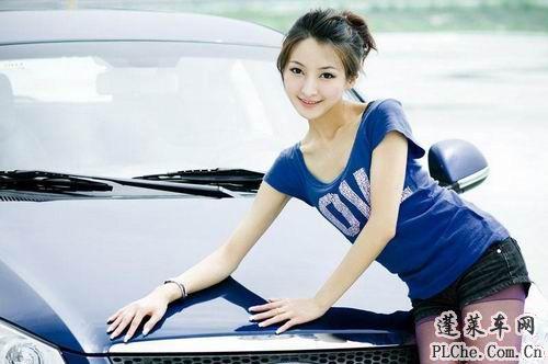 天真可爱的美女车模和蓝色小车 (9)
