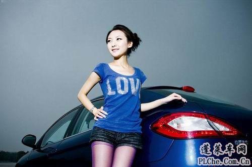 天真可爱的美女车模和蓝色小车 (7)